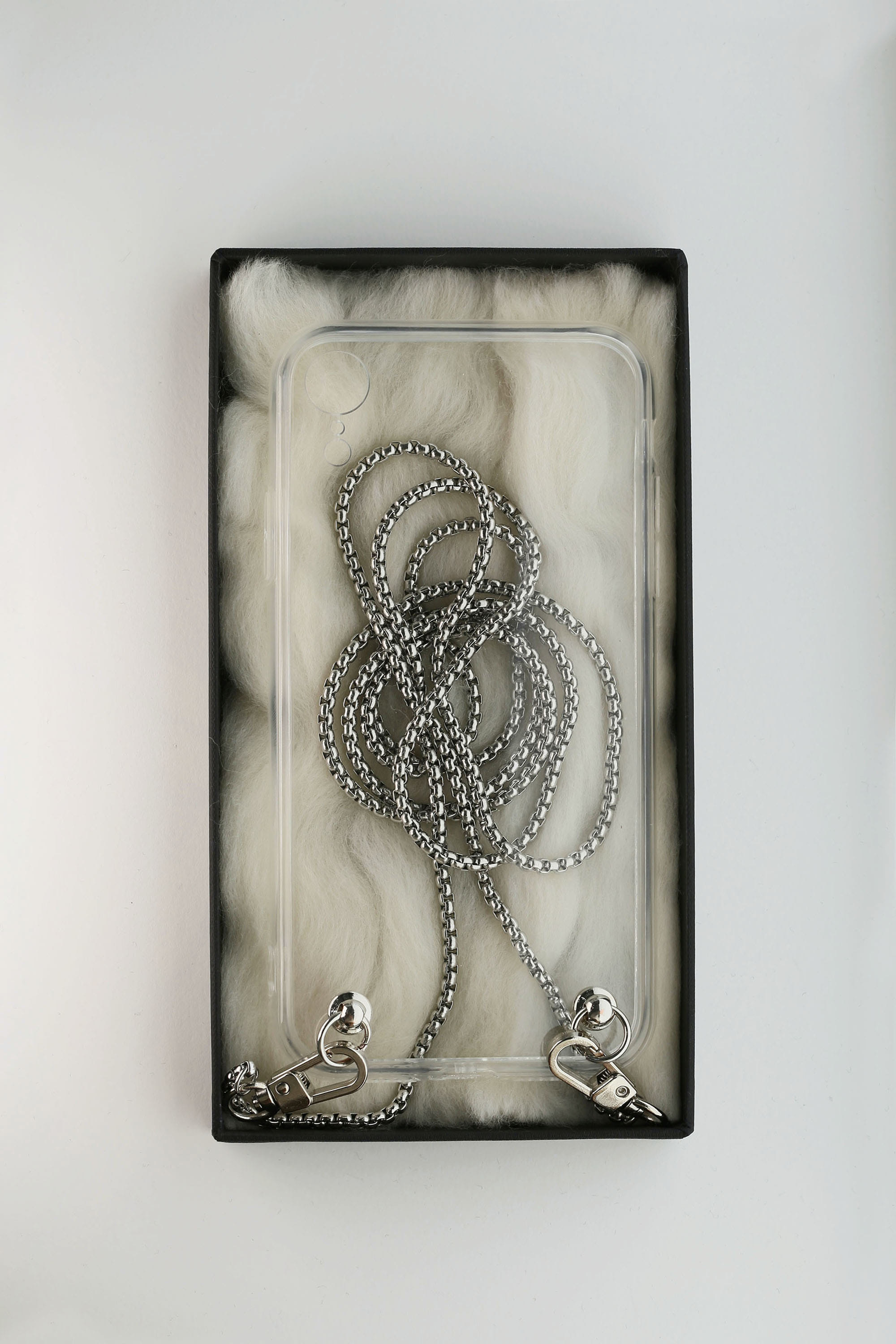 CHIC CHAIN PHONE CASE