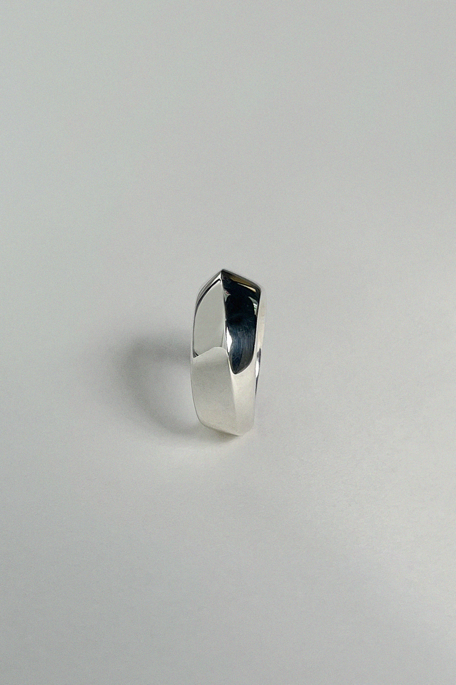 OBLIQUE RING